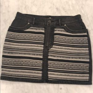Cute Aztec black design skirt. Size 6 from H&M